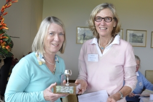 Winner Sue Thomas Ruyton receives her trophy from President Libby Nicholson